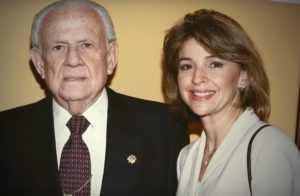 Helen Aguirre acompañada de su padre Horacio Aguirre Baca