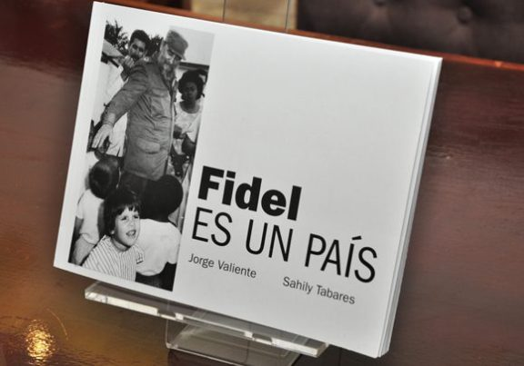 1-libro-fidel-es-un-pac3ads.-foto.-roberto-garaycoa-580x406