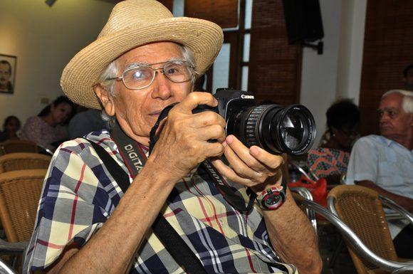 2-jorge-valiente-fotorreportero-por-antonomacia.-foto.-roberto-garaycoa.-580x385